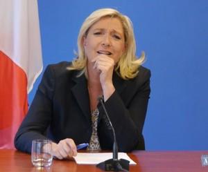 59585e6723c060 Marine Le Pen déstabilisée par une question sur la Ligue de défense ...