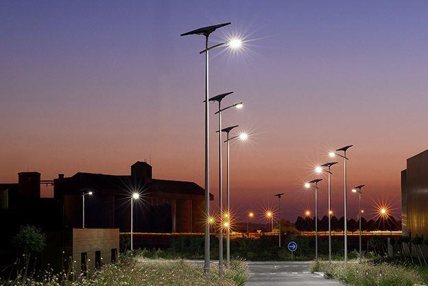 Ces Lampadaires Made In France Capturent Le Soleil Pour Eclairer