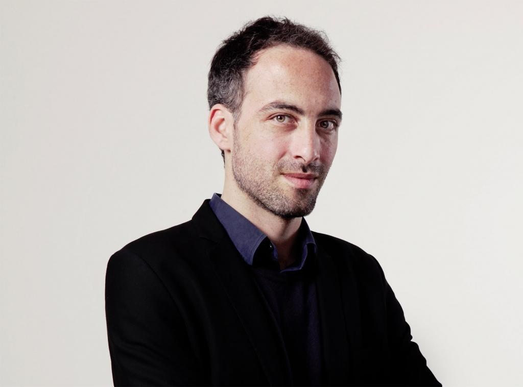 Nicolas Domenach est nommé directeur du journal avec pour mission de retrouver une ligne éditoriale progressiste et de redresser les ventes.