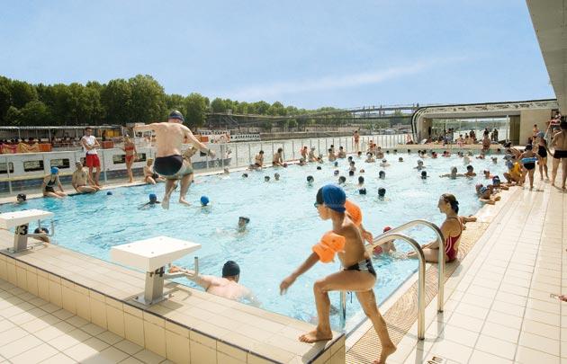 La france a soif d 39 eau et de piscines egalite et r conciliation for Piscine pour nager paris