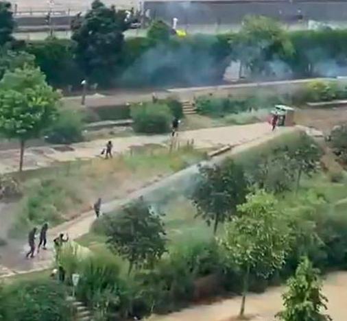 XIXe arrondissement de Paris : une vingtaine de jeunes tentent de chasser les toxicomanes par des tirs de mortiers