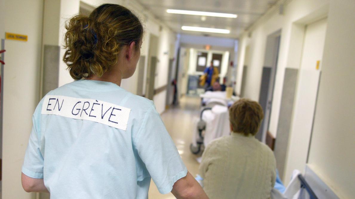Passe sanitaire, obligation vaccinale : la fronde prend de l'ampleur chez les professionnels