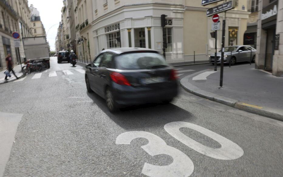Écolo-bobo-Hidalgo : la limitation de la vitesse à 30 km/h entre en vigueur à Paris