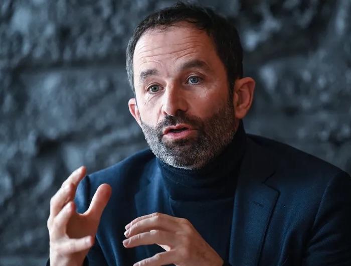 Benoît Hamon quitte la vie politique… pour diriger un mouvement pro-migrants