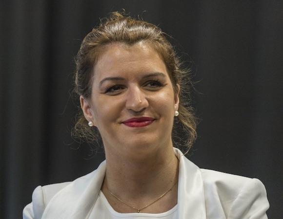 Schiappa annonce la naturalisation de 12 000 étrangers « en première ligne pendant la crise sanitaire »