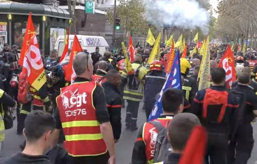 Les pompiers en colère arrivent de toute la France