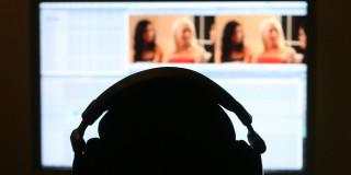 Trentenaire fait porno à payer pour divorce