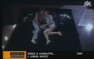 les acteurs porno pour la location femme masque baisee par un autre homme dans la chambre