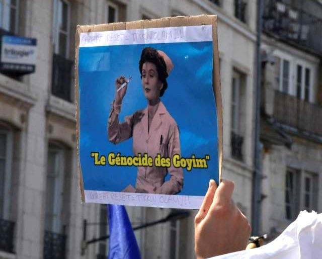 Nouvelle enquête ouverte pour une pancarte « antisémite » lors de la manifestation anti-pass du 14 août