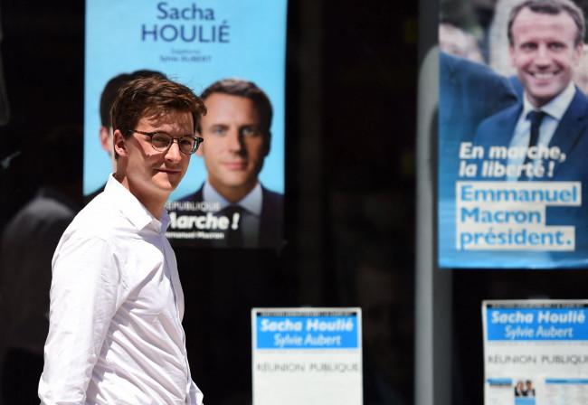 Réchauffement ? La permanence du député LREM Sacha Houlié incendiée à Poitiers